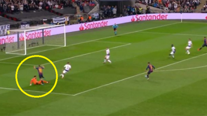 Thủ môn Lloris bị chê IQ thấp, say rượu, bán độ… vì sai lầm điên rồ trước Barca