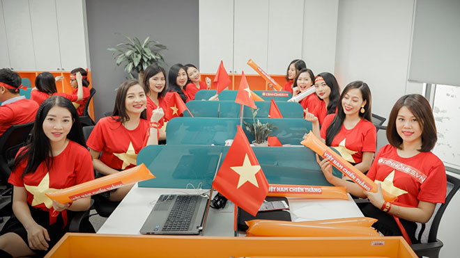 Dàn hot girl 'nóng bỏng' tiếp lửa đội tuyển Việt Nam đêm chung kết AFF Cup 2018