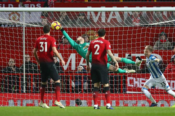 Kết quả bóng đá hôm nay, kết quả MU vs Huddersfield, video clip MU vs Huddersfield, MU vs Huddersfield, Pogba lập cú đúp, Pogba hồi sinh, De Gea, Ole Gunnar Solskjaer