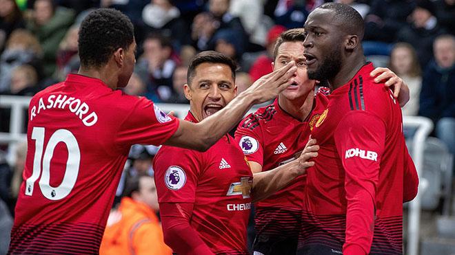 ĐIỂM NHẤN Newcastle 0-2 MU: Rashford là chủ lực. Siêu dự bị Lukaku, Sanchez. Solskjaer kéo dài 'trăng mật'