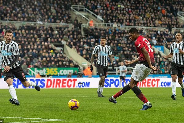 Kết quả bóng đá hôm nay, kết quả Ngoại hạng Anh, kết quả Newcastle vs MU, video clip Newcastle 0-2 MU, bảng xếp hạng Ngoại hạng Anh mới nhất, Rashford, Solskjaer, Pogba