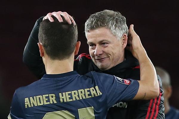 Tin tức M.U mới nhất, chuyển nhượng MU, Kết quả MU vs Burnley, video MU 2-2 Burnley, MU vs Burnley, Herrera giải phóng Pogba, tương lai Herrera, Pogba, Ole Gunnars Solskjaer, Mourinho
