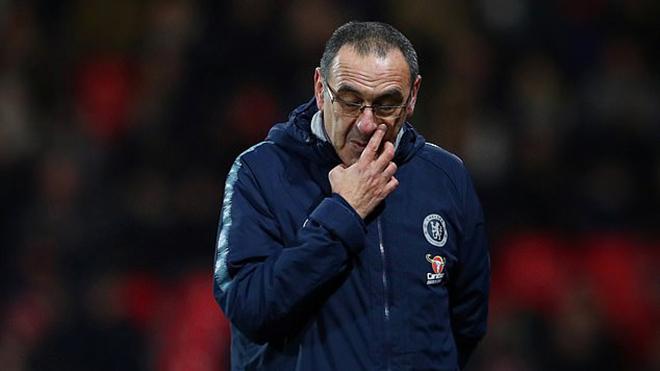 Chelsea thảm bại vì cầu thủ cố tình đá kém, nhằm đẩy Sarri ra đường?
