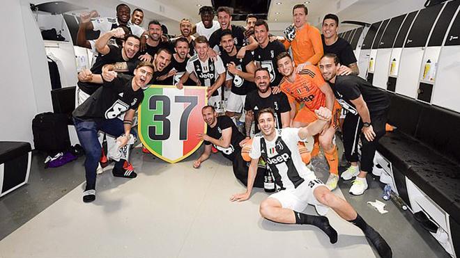 CHÙM ẢNH: Ronaldo và đồng đội rạng rỡ trong ngày Juve đăng quang sớm
