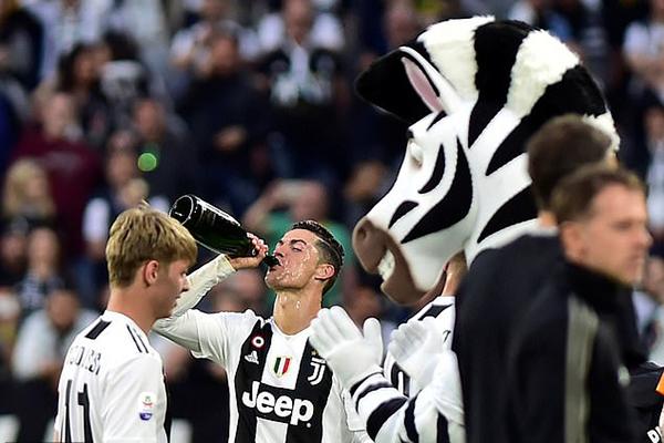 Kết quả bóng đá hôm nay, kết quả bóng đá kết quả Juve vs Fiorentina, Juventus vô địch Ý, Juve vô địch, Juventus ăn mừng, Ronaldo ăn mừng,bxh bóng đá Ý
