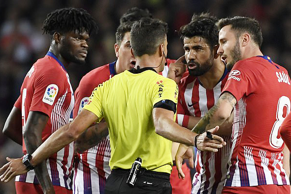 Diego Costa nhận thẻ đỏ, Diego Costa chửi trọng tài, kết quả Barcelona vs Atletico, video clip Barcelona vs Atletico, Barca vs Atletico, Diego Costa án phạt, Costa thẻ đỏ