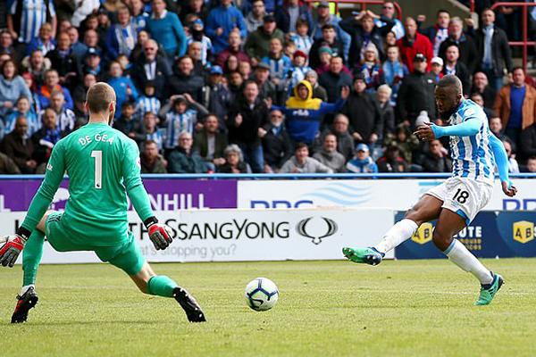 Gary Neville chỉ trích MU, Kết quả Huddersfield vs MU, Video Huddersfield 1-1 MU, cuộc đua Top 4, bảng xếp hạng Ngoại hạng Anh, Gary Neville, MU, Man United, Cúp C1, Shaw