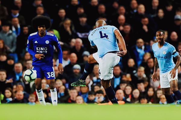 Man City vs Leicester, video Man City 1-0 Leicester, Man City cuộc đua vô địch, Man City Liverpool đua vô địch, bảng xếp hạng Ngoại hạng Anh, Kompany, Aguero, Sterling