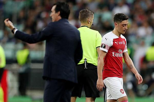Oezil, Emery, Oezil chửi Emery, Ozil sỉ nhục Emery, tương lai Oezil, Oezil rời Arsenal, Arsenal bán Oezil, Arsenal vs Chelsea, chung kết Europa League, Arsenal, Chelsea