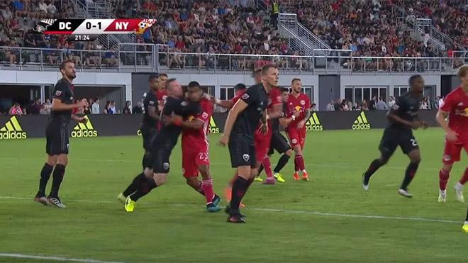 Bong da, bóng đá, lich thi dau bong da hom nay, lịch thi đấu bóng đá hôm nay, trực tiếp bóng đá, Rooney nhận thẻ đỏ vì VARR, Rooney nhận thẻ đỏ, Roooney, VAR, DC United