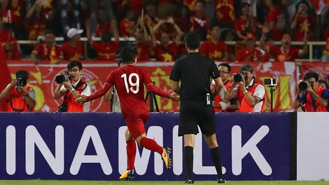 VIDEO Việt Nam 1-0 Malaysia: Quang Hải ghi bàn như Van Nistelrooy vào lưới Đức ở EURO 2004