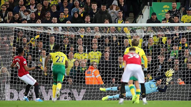 Bong da, bóng đá, ket qua bong da, kết quả bóng đá, kết quả Norwich vs MU, Norwich 1-3 MU, MU, tin MU, Man United, MU đá phạt đền, MU đá 11m, Rashford, Martial, Ole