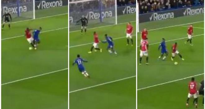 Ket qua bong da, Chelsea vs MU, video Chelsea 0-2 MU, Bailly rê bóng qua Batshuayi, Eric Bailly, Batshuayi, kết quả Ngoại hạng Anh, bxh Ngoại hạng Anh, Chelsea, MU, kqbd