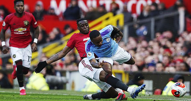 MU, Tin bóng đá MU, Tin tức MU, Carragher, Wan Bissaka hay nhất thế giới, MU vs Man City, video MU 2-0 Man City, kết quả Ngoại hạng Anh, Sterling, Derby Manchester, kqbd