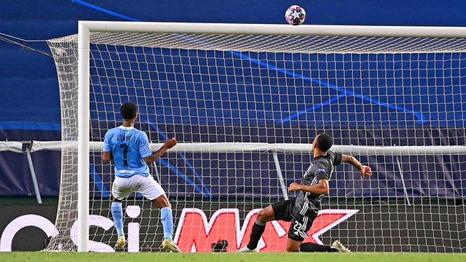 Man City 1-3 Lyon: Sterling bỏ lỡ không tưởng từ cự ly 5m, trước gôn trống