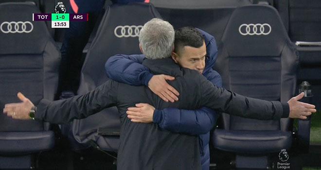Ket qua bong da, Tottenham vs Arsenal, Mourinho, Mourinho ăn mừng như Ibrahimovic, Son Heung min, Son Heung Min lập siêu phẩm, Kết quả Tottenham vs Arsenal, Harry Kane