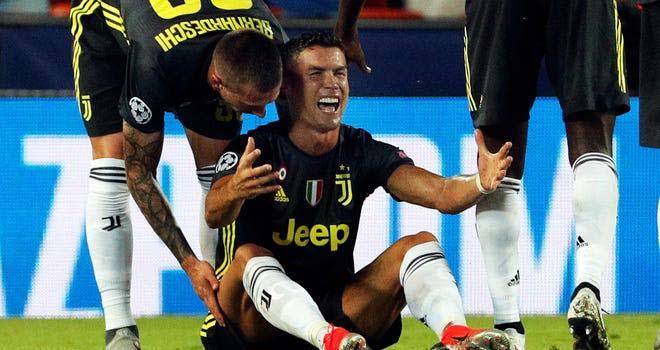 Ronaldo, Đội tuyển Bồ Đào Nha, Ronaldo tức giận, Ronaldo ném băng đội trưởng, Ronaldo mất kiềm chế, vòng loại World Cup 2022, Serbia vs Bồ Đào Nha, Cristiano Ronaldo, CR7
