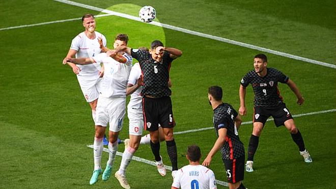 Trực tiếp bóng đá Croatia vs CH Séc, VTV6, Croatia có bị thổi phạt đền oan? trực tiếp bóng đá, trực tiếp Croatia vs CH Séc, Croatia hưởng phạt đền, Schick bị phạm lỗi