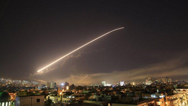 Tại sao Mỹ chọn tên lửa Tomahawk để không kích Syria?