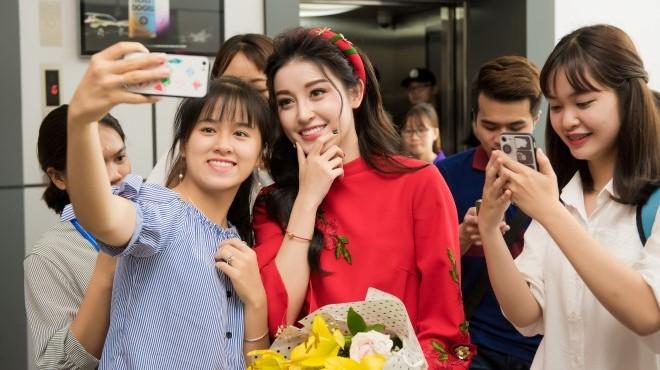 Á hậu Huyền My lần đầu tiết lộ từng mượn tiền của BTC Hoa hậu Việt Namđể… ăn vặt