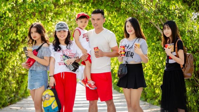 Gia đình Tú Dưa tung tăng đi nghỉ đầu hè