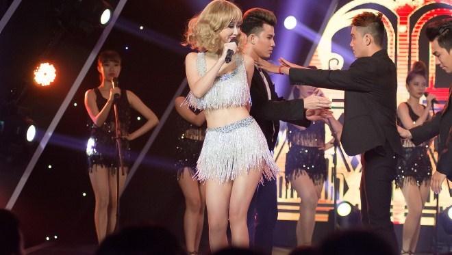 Tập 2 'Gương mặt thân quen': Taylor Swift 'bắn tiếng' Huế khiến khán giả thích thú