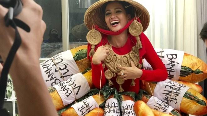 VIDEO: H'Hen Niê chọn trang phục dân tộc thi Miss Universe 2018