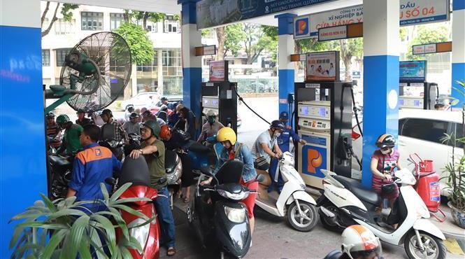 VIDEO: Giá xăng tiếp tục tăng mạnh