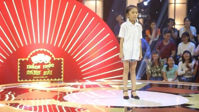 Xem 'Thách thức danh hài' tập 4: Bé gái 8 tuổi tự tin giành 100 triệu ngay từ phần giới thiệu