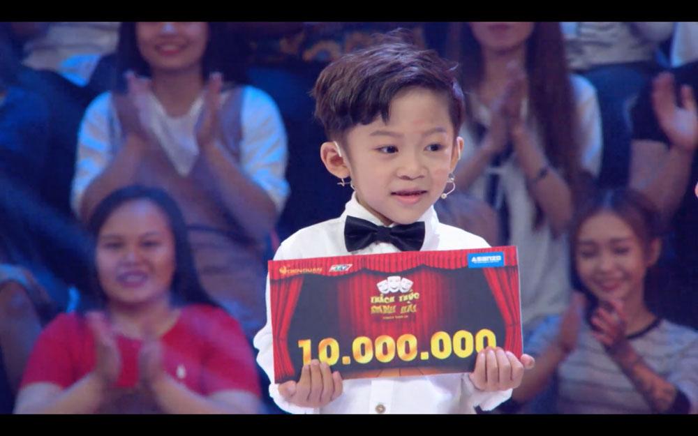 Tập 9 'Thách thức danh hài': Cậu bé 6 tuổi dám 'chửi' cả Trấn Thành, Trường Giang và Ngô Kiến Huy rinh 10 triệu
