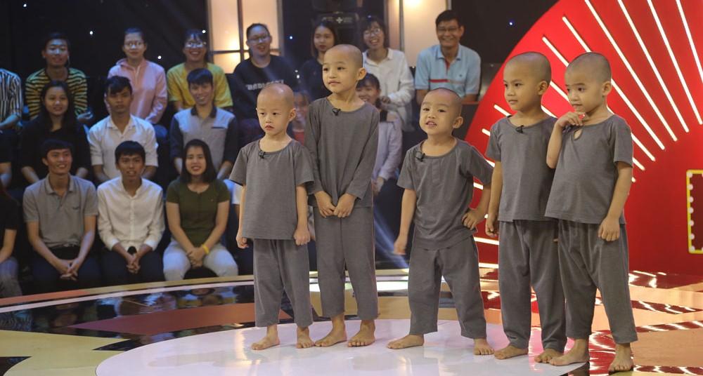 Xem Gala 1 'Thách thức danh hài':5 chú tiểu nhóm Bồng Lai sẽ 'ẵm' tiếp 150 triệu đồng?