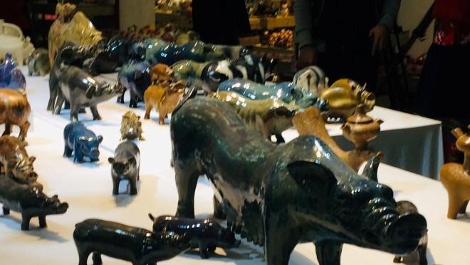 Chiêm ngưỡng 2.000 chú 'Lợn sung túc' của nhà sử học Dương Trung Quốc