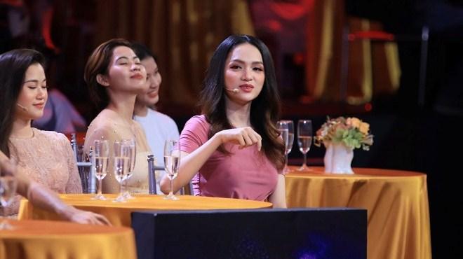 Xem 'Quý ông đại chiến' tập 4: Hương Giang lãnh 'án chung thân' khi gặp soái ca Bộ Công an