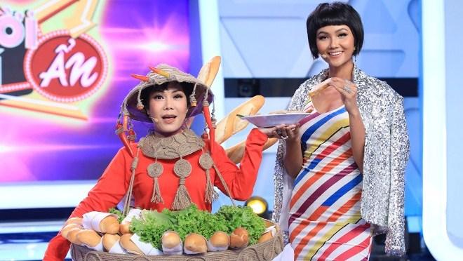 Xem 'Người bí ẩn' tập 1: Việt Hương diện lại váy 'bánh mì' táo bạo củaH'Hen Niê