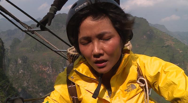 Tập 1 'Cuộc đua kỳ thú': H'Hen Niê tái mặt vì leo thang dây, S.T Sơn Thạch - Bình An về đích đầu tiên!