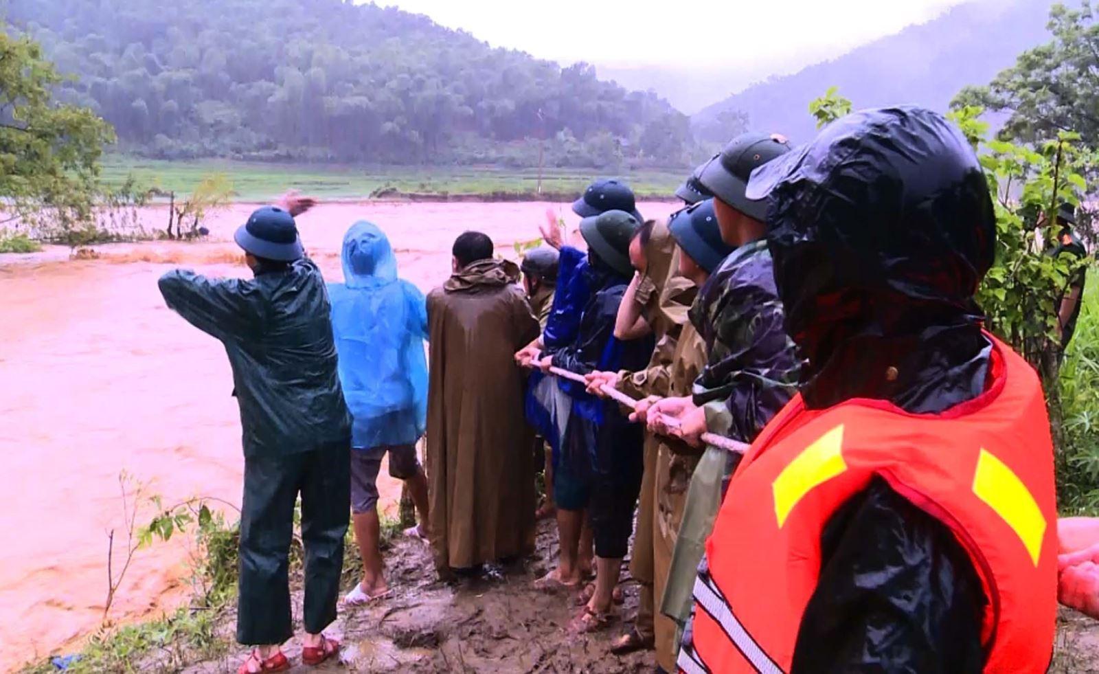 Bão số 3, Hình ảnh cuộc tìm kiếm 12 người bị lũ quét cuốn ở bản Xa Ná, Thời tiết, 12 người mất tích vì bão số 3, dự báo thời tiết áp thấp nhiệt đới, bản xa ná, thanh hóa