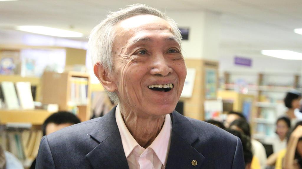 Dịch giả Dương Tường:Soi kính lúp dịch 'Truyện Kiều' sang tiếng Anh