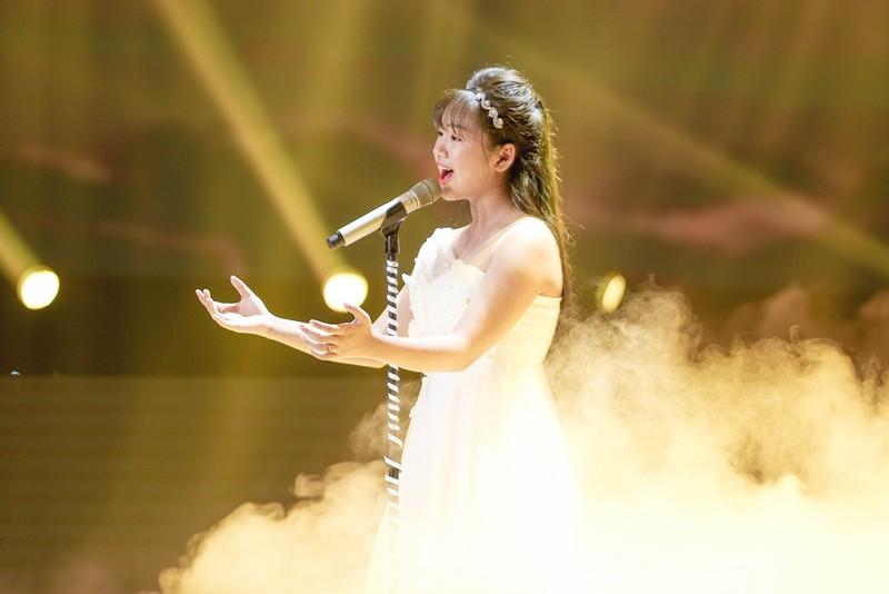 Tập 10 'Giọng hát Việt nhí': 'Thần đồng Bolero' Khánh An hát ca khúc tặng mẹ bị ung thư khiến dàn HLV khóc nức nở