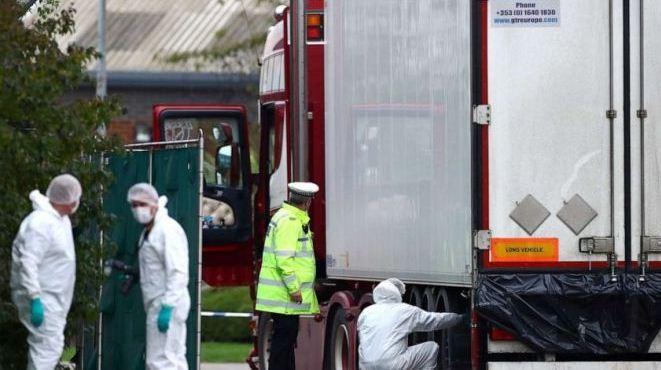 Vụ 39 thi thể trong xe tải ở Anh: Lái xe tải bị buộc tội ngộ sát và buôn người