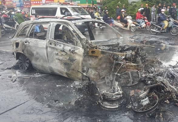 Tai nạn giao thông, Tai nạn lê văn lương, Tai nạn hà nội, Cháy ô tô, tngt, Mercedes GLC200, tai nạn Hà Nội, Tai nạn giao thông Lê Văn Lương, tai nạn cháy ô tô