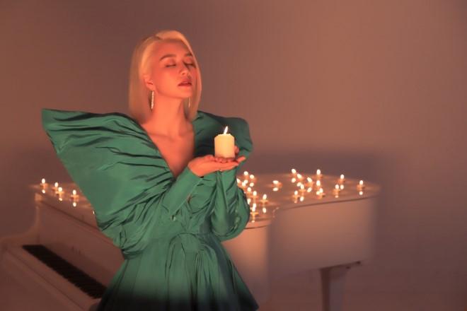 Thiều Bảo Trang, MV mới, Đặt vào tay anh cả thế giới, ca sĩ Thiều Bảo Trang, Valentine