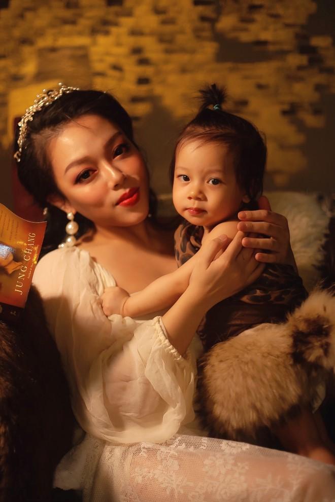 Hà Linh, MV Thế giới cùng chống đại dịch corona, hà linh, MV về đại dịch corona, ca sĩ Hà Linh, bác sĩ Mạnh Thắng, đại dịch covid 19