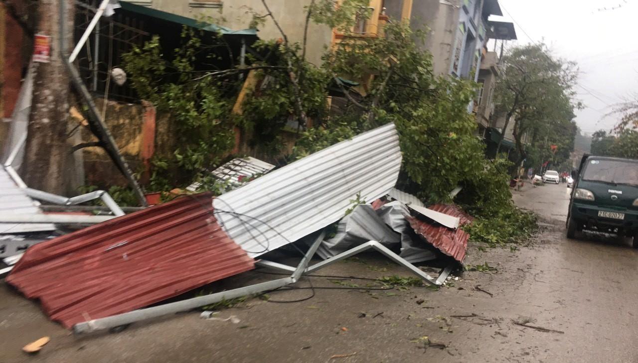 Lốc xoáy kèm mưa đá tại Yên Bái gây thiệt hại 18 tỉ đồng