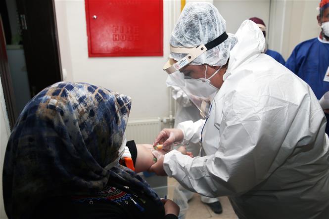 Trung Quốc sẵn sàng hợp tác với ASEAN phát triển vaccine phòng COVID-19