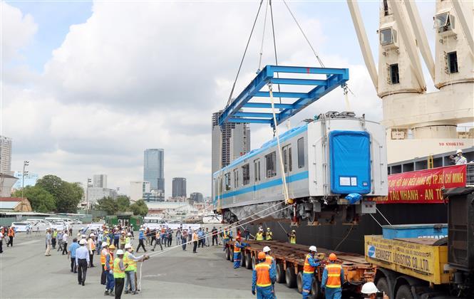 Đoàn tàu đầu tiên của tuyến metro Bến Thành – Suối Tiên về tới TP.HCM