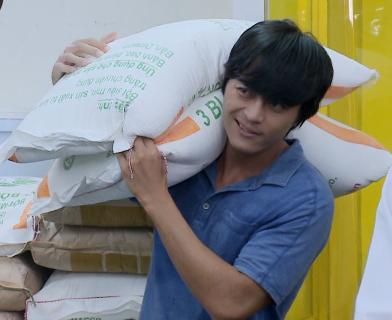 'Vua bánh mì': Hữu Nguyệnchưa được làm bánh, phải vác đi vác lại 32 bao bột