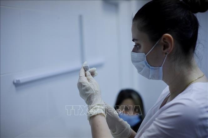 Người Việt tại Nga tiêm thử nghiệm vaccine ngừa COVID-19 lần thứ hai