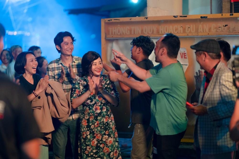 Tập cuối 'Chuyện xóm tui' của Thu Trang - Tiến Luật gây sốt vì xúc động