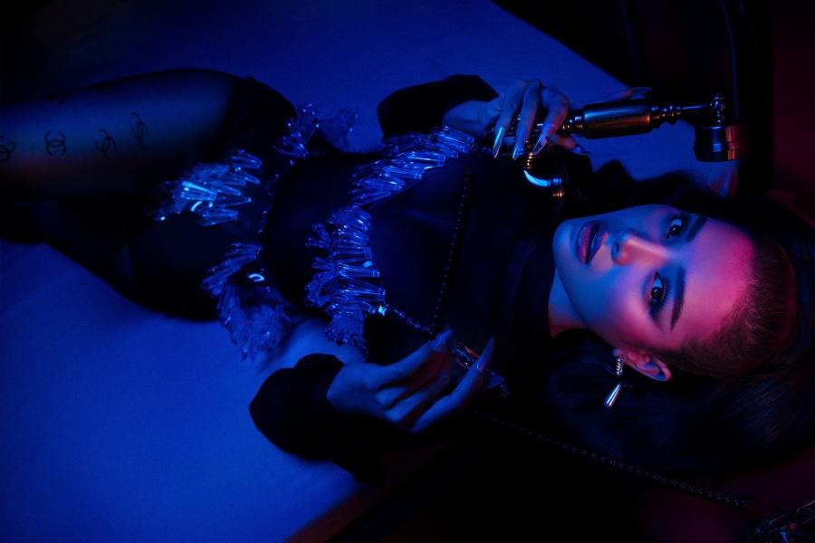 Phương Trinh Jolie tung MV mới 'Khi nào anh ghé chơi' với tạo hình 'đốt mắt'