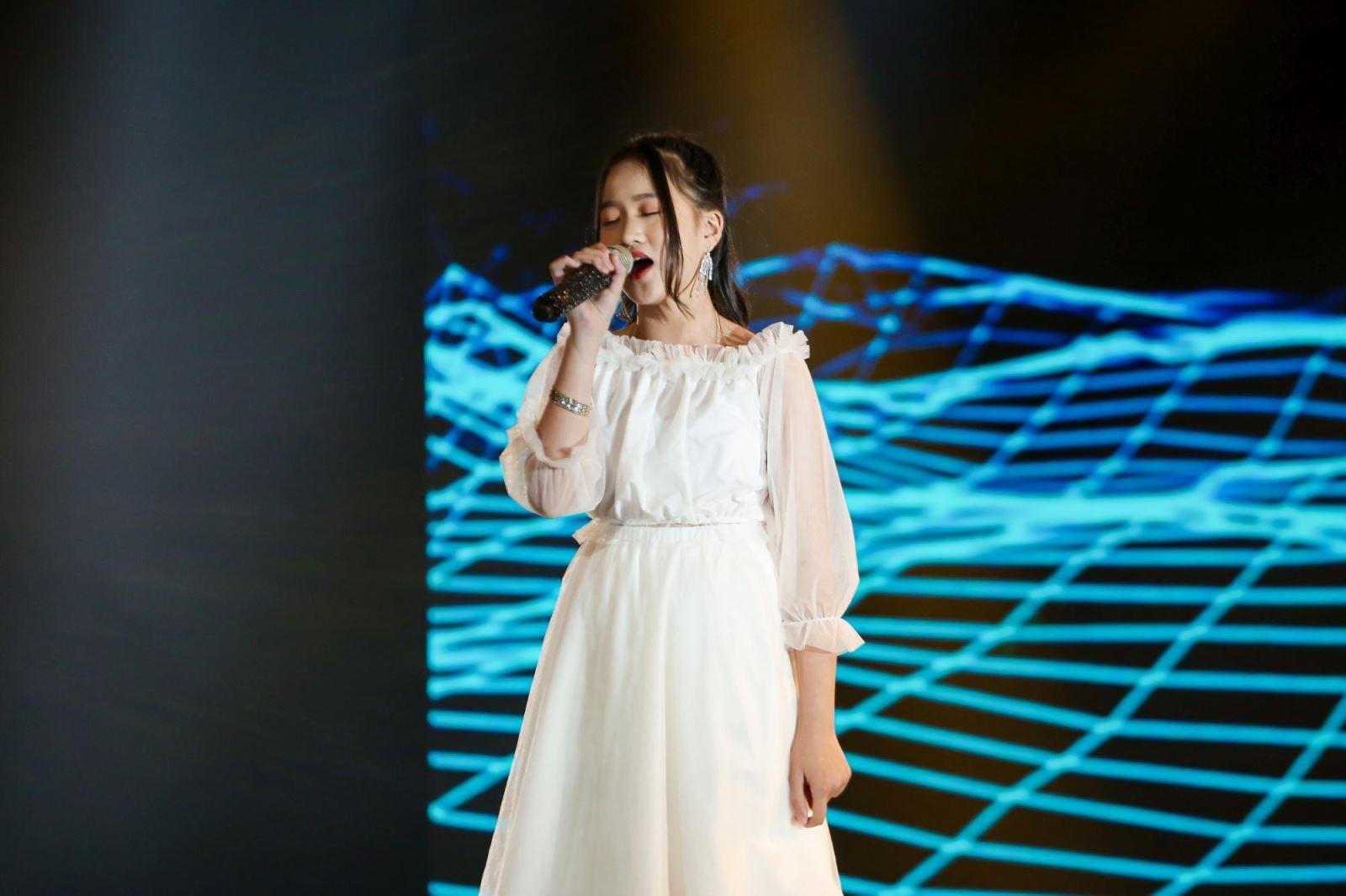 'Giọng hát Việt nhí':Emily lầncông kích Hưng Cao chưa có bài lọt top 1 trending